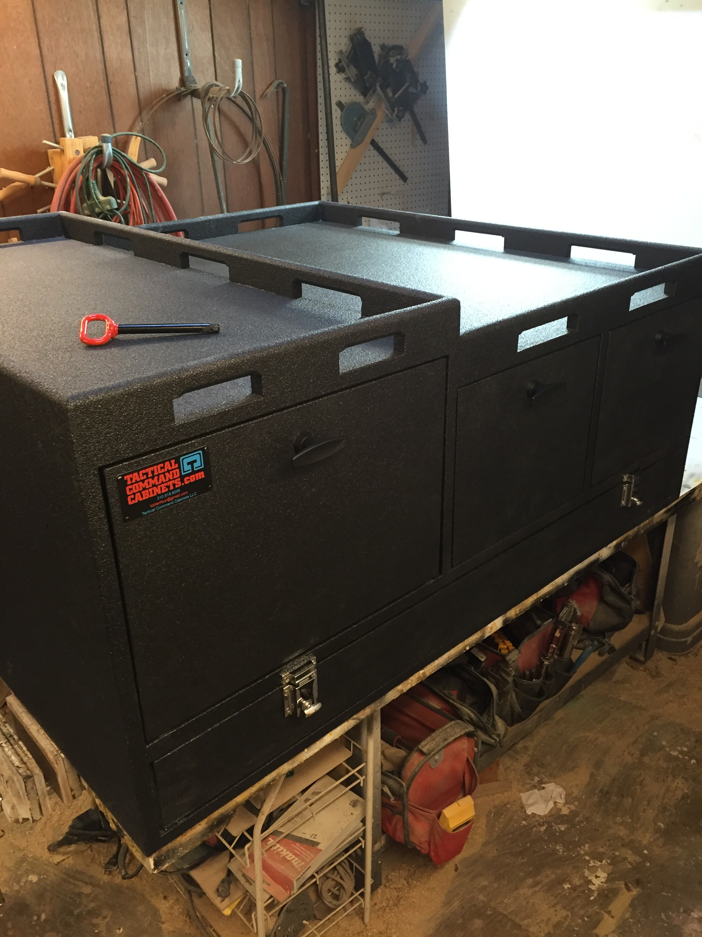 Rear command cabinet